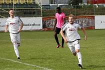 Ondřej Buček se raduje z gólu.