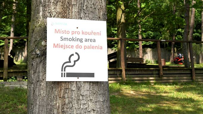Bez cigarety i na koupališti