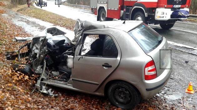 Tragická srážka fabie s nákladním autem u Velkého Újezdu
