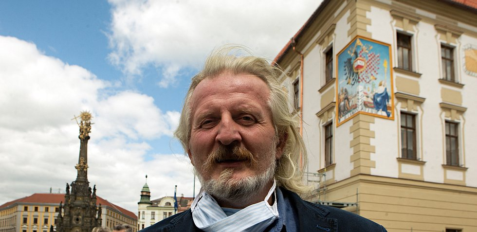 Malíř Radomír Surma - autor slunečních hodin na fasádě olomoucké radnice