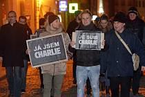 Lampionový průvod v Olomouci proti extremismu a za svobodu slova. Lidé pochodem projevili účast a solidaritu s francouzským lidem a oběťmi teroristických útoků v Paříži.