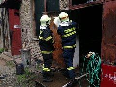 Hasiči zasahují u požáru v průmyslové hale v Brodku u Přerova
