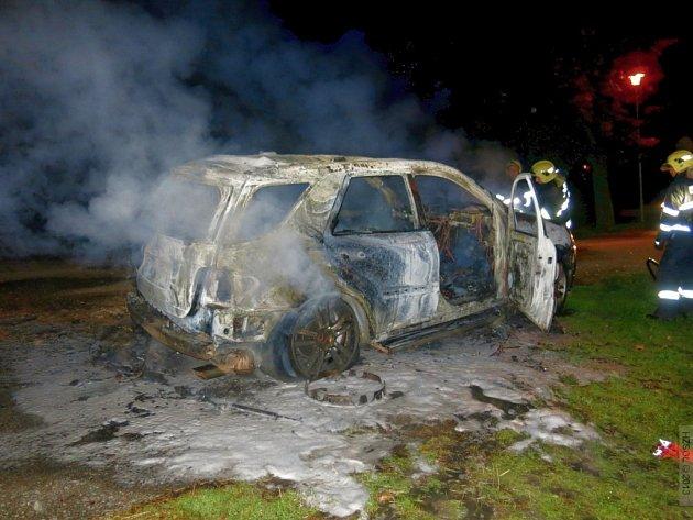 Požár mercedesu v Pavlovičkách