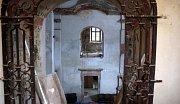 Poutní kostel ve Staré Vodě opravují se sbírek německých rodáků