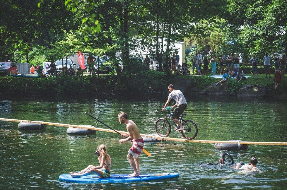 11. ročník extrémního závodu ve skocích na kolech do vody On-line BIKEANDWATER