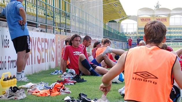 Holičtí relaxují před zápasem.