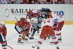 Hokejisté Mory (v bílém) porazili Pardubice 3:1.