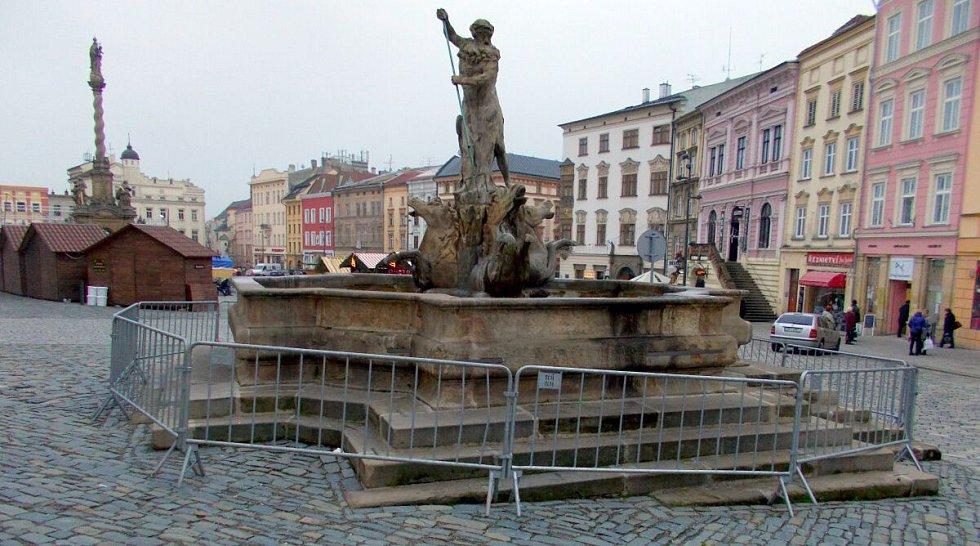 Neptunova kašna na Dolním náměstí v Olomouci během vánočních trhů