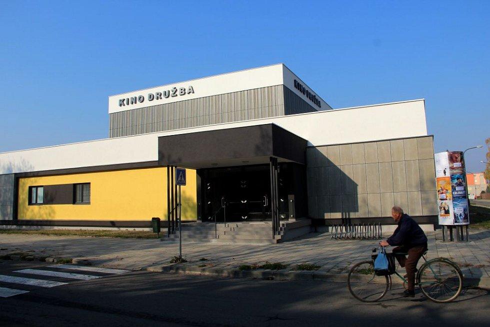 Zrekonstruovaná budova kina v Uničově
