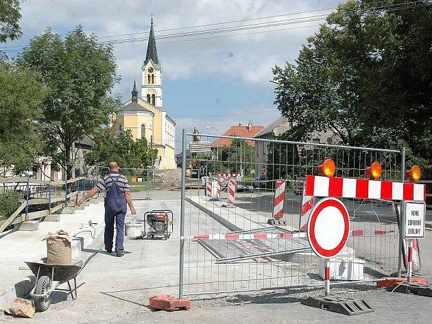 Opravy v centru Náměště na Hané