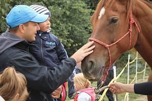 Podpořte neslyšícího, který se stará o koně