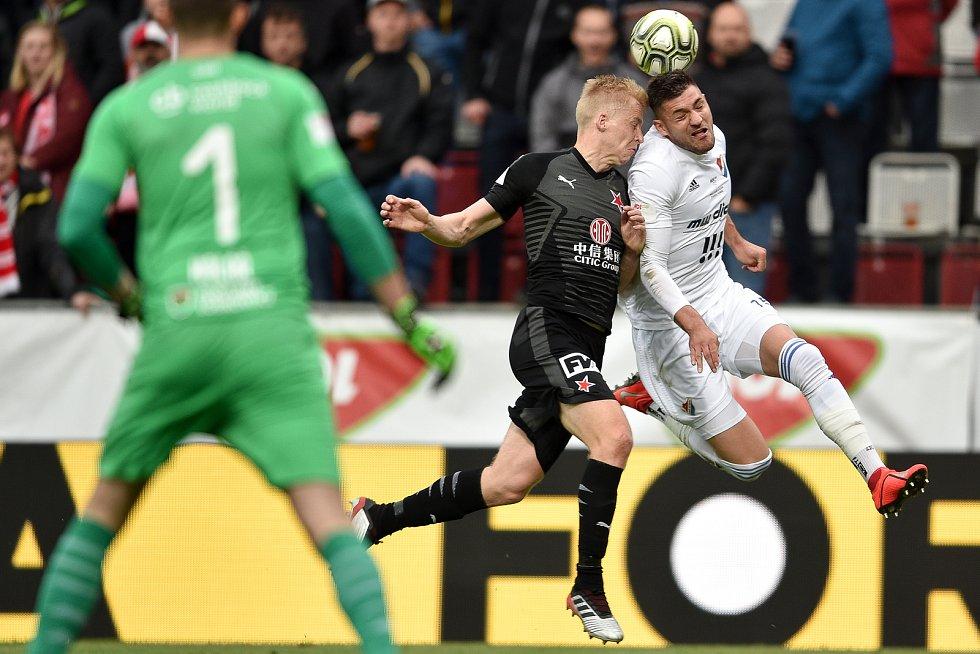 Finále fotbalového poháru MOL Cupu: FC Baník Ostrava - SK Slavia Praha, 22. května 2019 v Olomouci. Zleva Frydrych Michal a Patrizio Stronati.