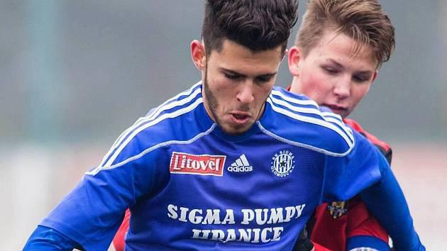 Jakub Yunis (v modrém)