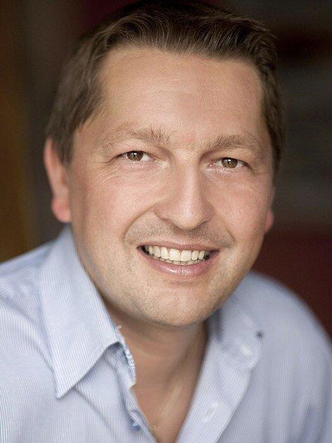 STAROSTOVÉ ANEZÁVISLÍ / Sršeň Radim Ing. Ph.D., 37, starosta VŠ učitel expert EU krajský zastupitel, Dolní Studénky