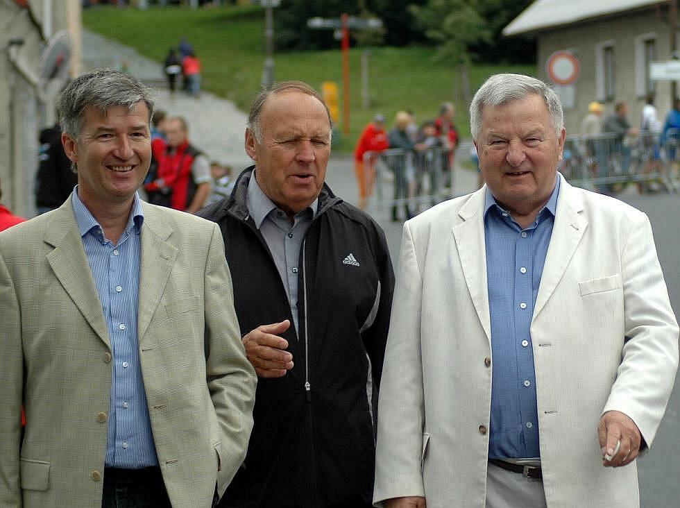 Vlevo prezident Českého svazu cyklistiky Marian Štětina, vpravo prezident Evropské cyklistické unie UEC Wojciech Walkiewicz.