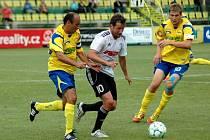 Fotbalisté 1. HFK Olomouc (v bílém) se ve 2. kola druhé ligy utkali se Zlínem.
