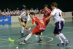 Olomoučtí florbalisté (v bílém) prohráli v domácím zápase osmifinále Poháru České pojišťovny s Bulldogs Brno 6:15.