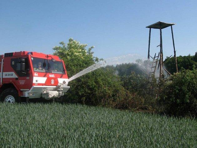 Požár posedu v Droždíně