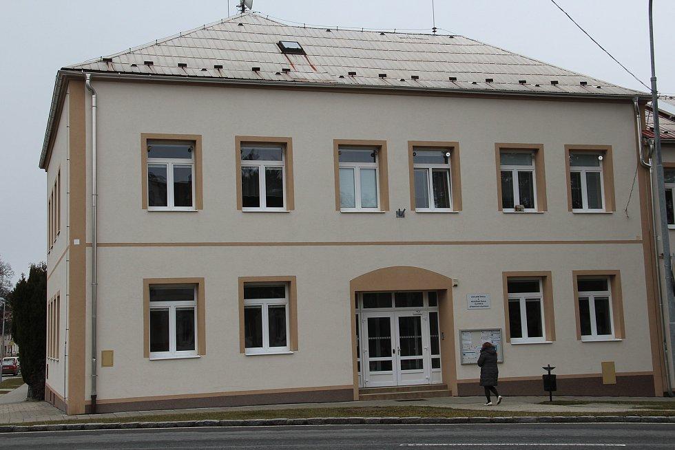 Základní škola Slatinice - budova pro druhý stupeň.