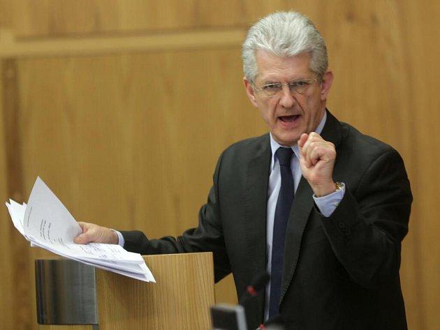 Oto Košto při svém vystoupení před hlasování ojeho odvolání zfunkce hejtmana