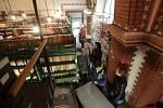 Prohlídka skladových prostor VKOL v Červeném kostele
