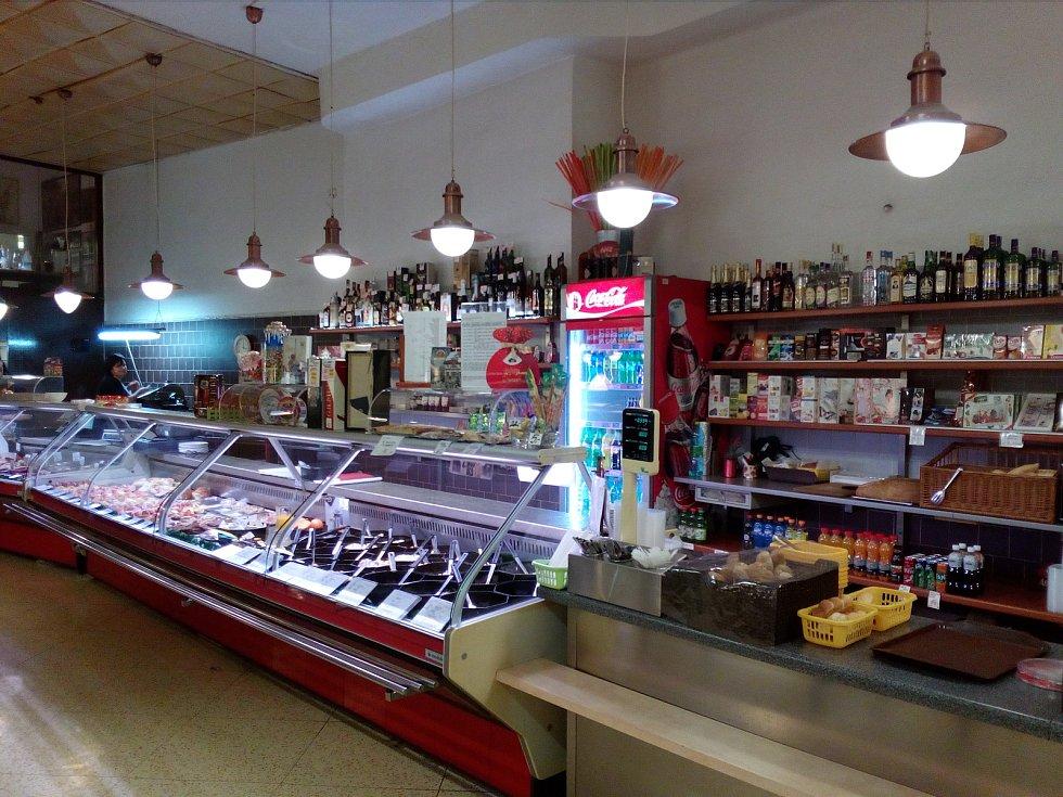 Naposledy Česká jídelna, dlouho jako bufet Centrum na Horním náměstí v Olomouci