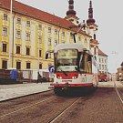 První testovací jízda 14. listopadu 2017: opravovanou ulicí 1. máje projela tramvaj