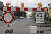 Uzavřená ulice trápí hlavně obchodníky.