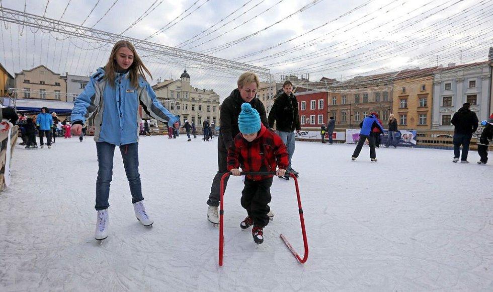 Vánoční trhy v Olomouci. Kluziště na Dolním náměstí