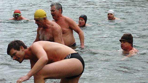 Zimní plavání má velkou tradici.