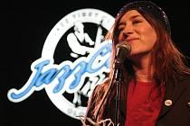 Irská zpěvačka Maria Doyle Kennedy v Jazz Tibet Clubu