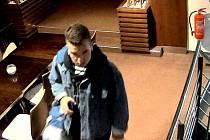 Možný svědek krádeže peněz v šatně sportovního centra v Olomouci