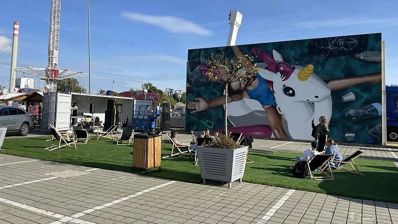 V rámci letošního Street art festivalu v Olomouci vytvořili špičkoví umělci nové velkoplošné malby. Ve Funparku Šantovka vyzdobil plochu Mr Dheo, 24. září 2021