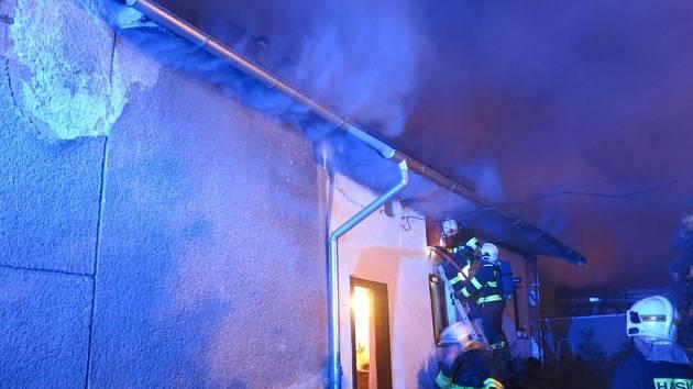 Stolařská dílna hořela v neděli před jednou hodinou v noci v Horce nad Moravou.