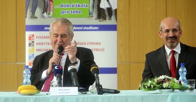 Návštěva prezidenta Miloše Zemana na SPŠ vHranicích