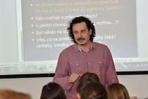 Jak se píší noviny. Tak se jmenovala přednáška, kterou v pondělí uspořádal Olomoucký deník ve spolupráci s Gymnáziem Uničov pro zdejší studenty.