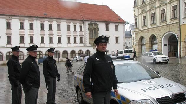 Mítinik Dělnické strany před olomouckou radnicí hlídala policie