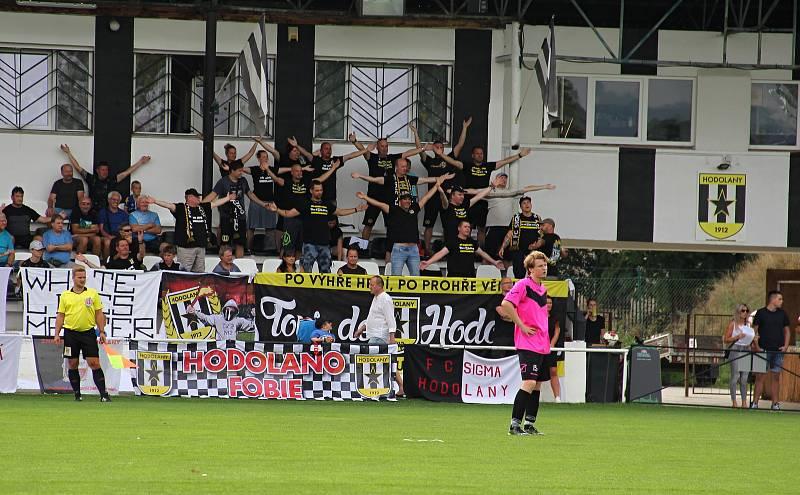Hodolany (v černobílém) porazily Újezd 5:0. fanoušci ilustrační