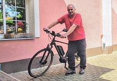 Ivo Opletal do Olomouce jezdí denně do práce. Ráno šlápne do pedálů elektrokola, které si koupil právě kvůli jedné z největších dopravních uzavírek letošního roku.