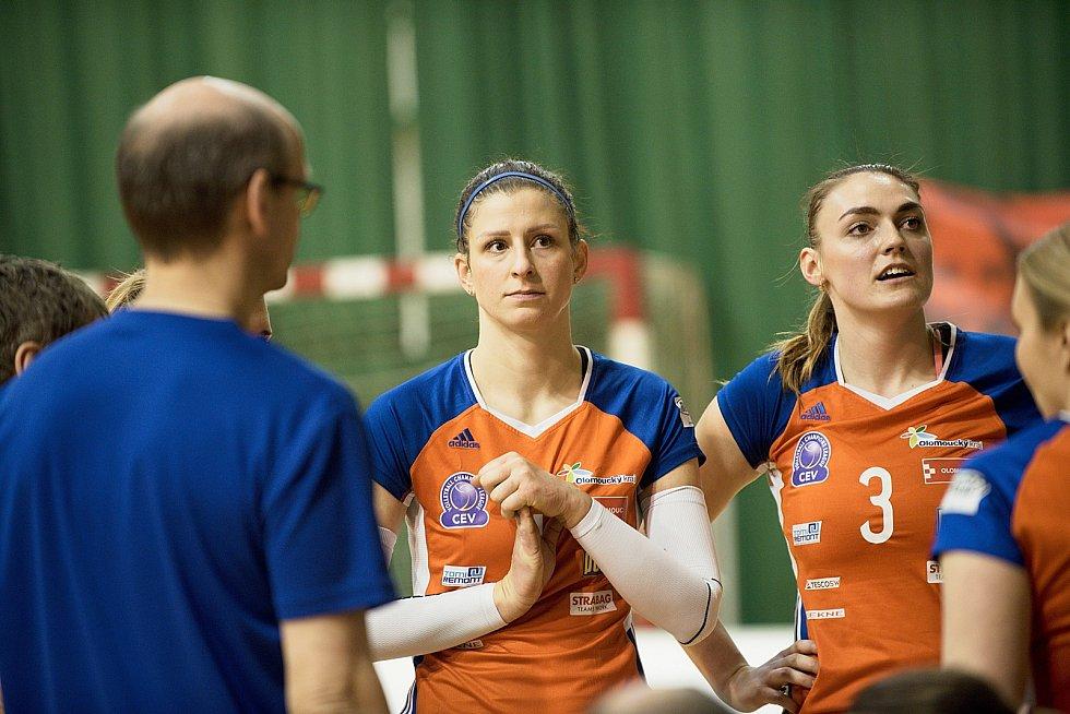 Olomoucké volejbalistky (v oranžovém) porazily Liberec 3:0.