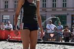 Beach-volejbalová show olomouckých a šternberských volejbalistek na olomouckém Horním náměstí