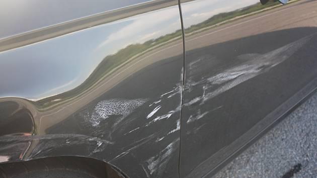 Vůz poškozený po nehodě na D1 u Bělotína, 11. 8. 2020