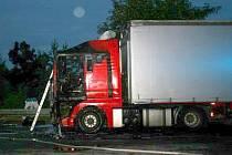 U Daskabátu našli v mrtvého řidiče v kabině kamionu, který zachvátil požár