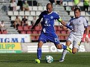 Michal Vepřek (v modrém)