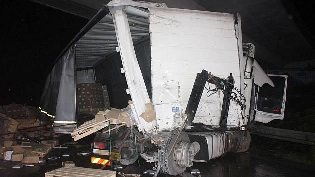 Dálnici D5 ráno zablokovala nehoda kamionu. Ilustrační foto.