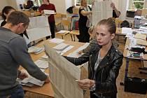 Sčítaní hlasů v komunálních volbách 2014 na Slovanském gymnáziu v Olomouci