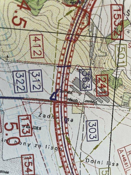 Plánovaná stavba dálnice D55 v km 4.600 až 4.750 prochází areálem živočišné výroby společnosti Agra Velký Týnec.