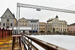 Příprava ledového kluziště na Dolním náměstí v Olomouci, 5. 11. 2019