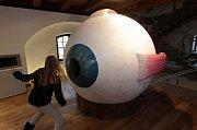 Děti v Pevnosti poznání v Olomouci - interaktivní model oka