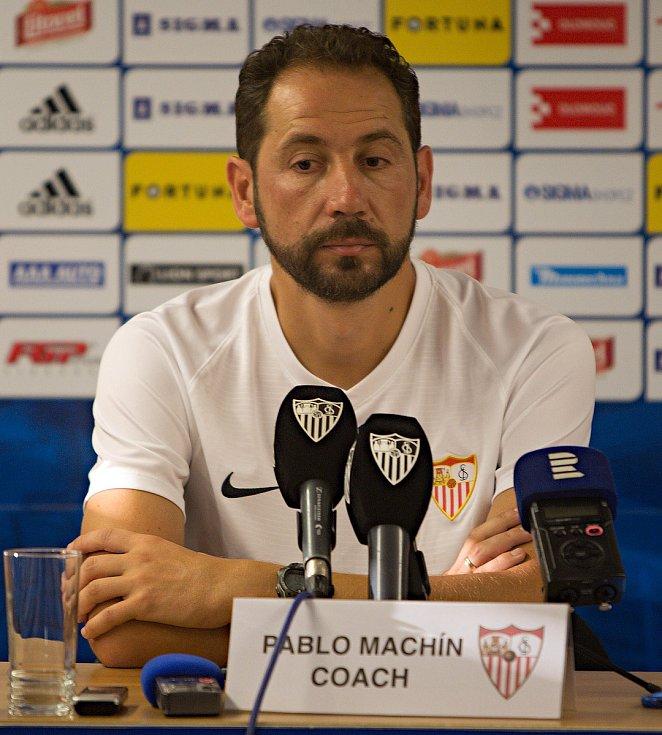 Trénink fotbalistů FC Sevilla před zítřejším utkání s SK Sigma Olomouc.Trenér Pablo Machín